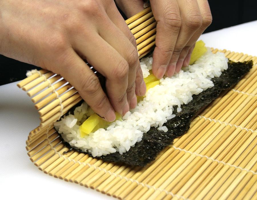sushi kochkurs gutschein ab 46 sushi kurs verschenken. Black Bedroom Furniture Sets. Home Design Ideas